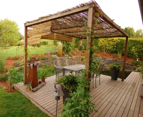 gestaltung gartenteichanlage mit holzterrasse | crämer & wollweber, Hause und Garten