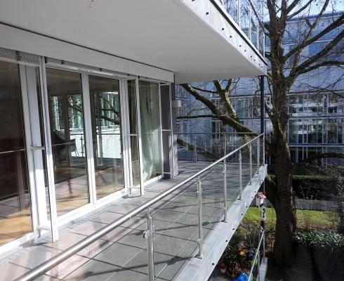 gro z gige wohnung in oberkassel 200 m auf einer ebene hochwertig wohnen in d sseldorf. Black Bedroom Furniture Sets. Home Design Ideas
