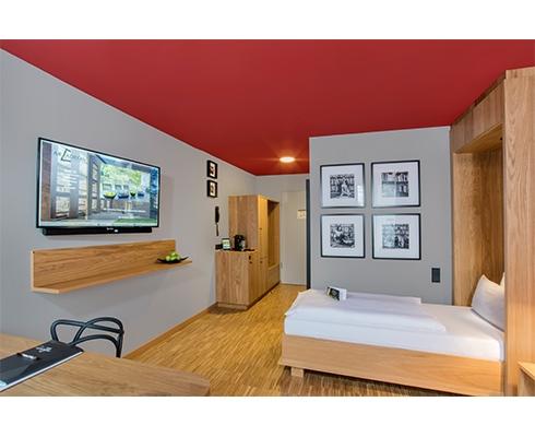 Transforming rooms das hotelzimmer wird zum think tank for Hotelzimmer teilen