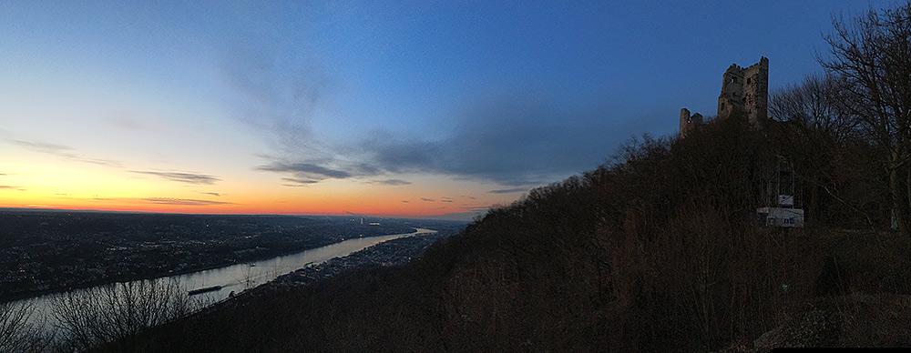 Stilpunkte-Blog: Abendstimmung mit Blick auf Burg Drachenfels und den Rhein