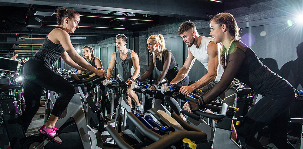 Stilpunkte-Blog: Fitness-Training beim gemeinsame Spinnig im Fitnessstudio