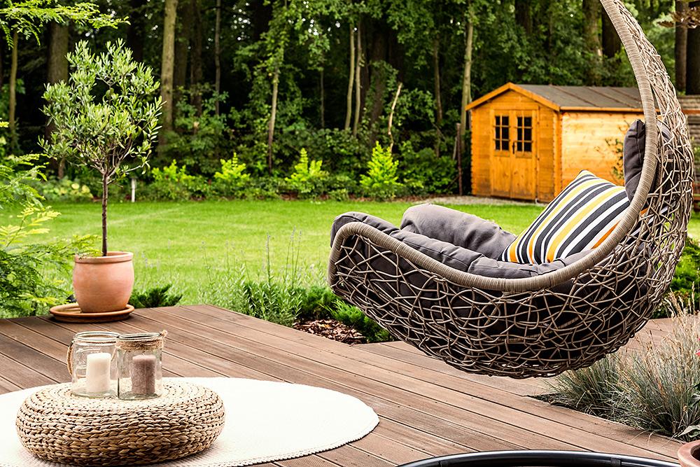 Stilpunkte-Blog: Gartenmöbel aus Rattangeflecht, Hängesessel.