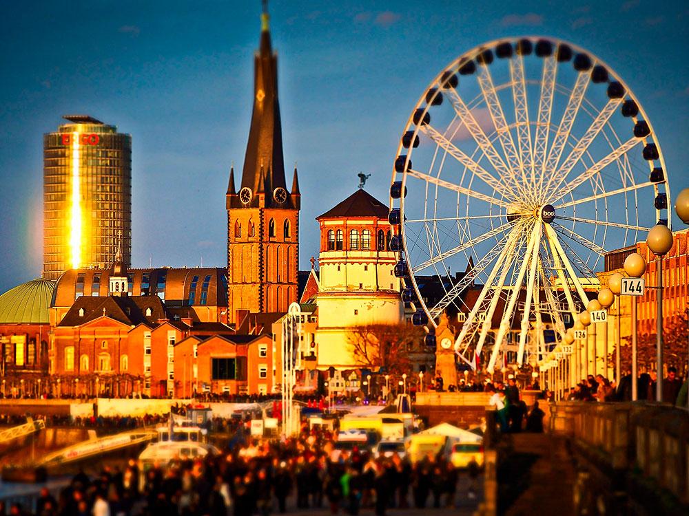Stilpunkte-Blog: Der Schlossturm in der Düsseldorfer Altstadt beherbergt das Schifffahrtmuseum und nimmt an der Nacht der Museen 2019 teil.