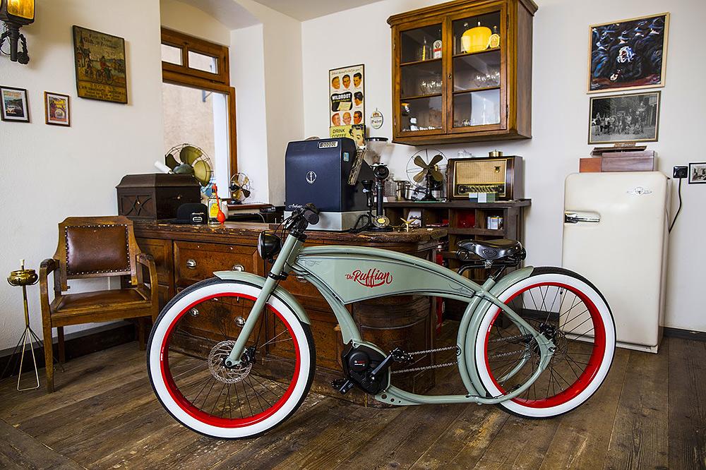 Stilpunkte: Luxus-Pedelec The Ruffian mit moderner E-Technik und im Design einer Motorrad-Choppers
