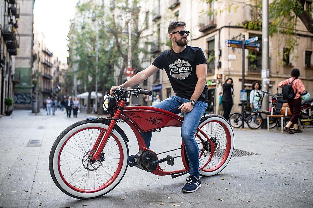 Stilpunkte: E-Bike als Luxus Cruiser mit Bosch Motortechnik, Zahnriemenantrieb und Chopper-Design