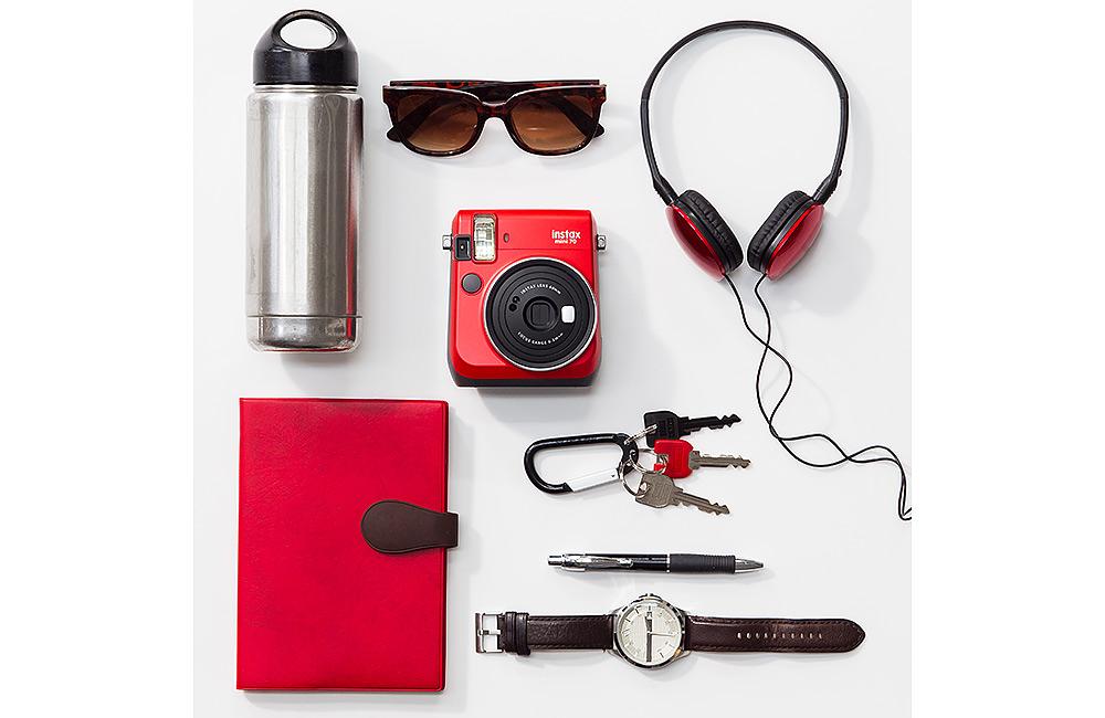 Stilpunkte-Blog: Die Sofortbildkamera als modernes Lifestyle-Objekt ist wieder voll im Trend. Hier eine Fujifilm Instax Mini 70.
