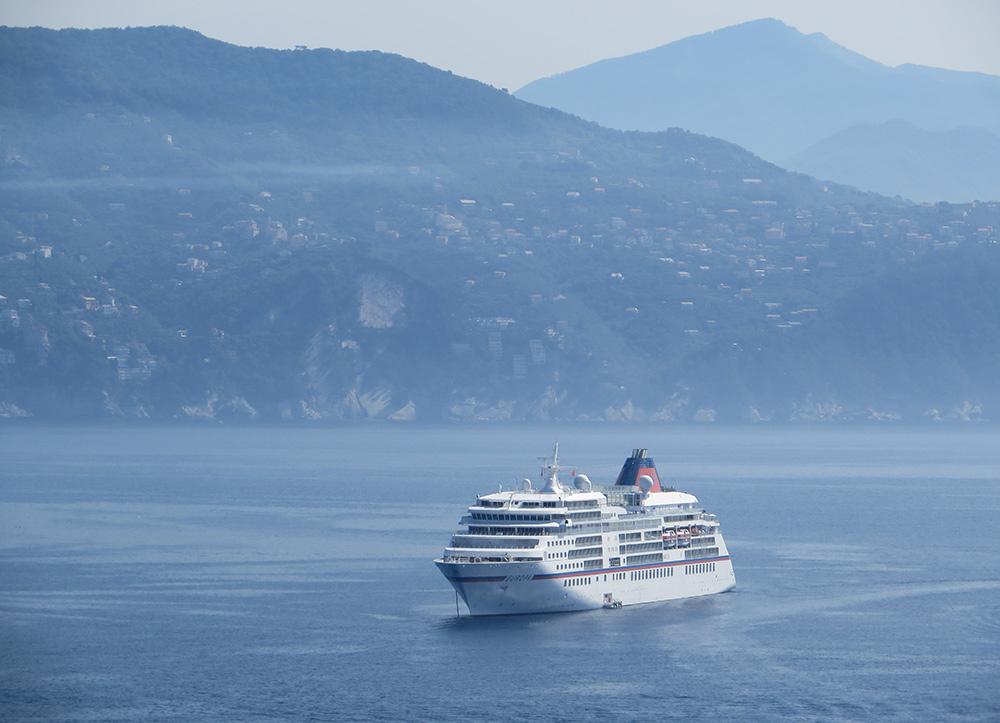 Stilpunkte-Blog: MS Europa vor Portofino. Foto: Ansgar Meyer
