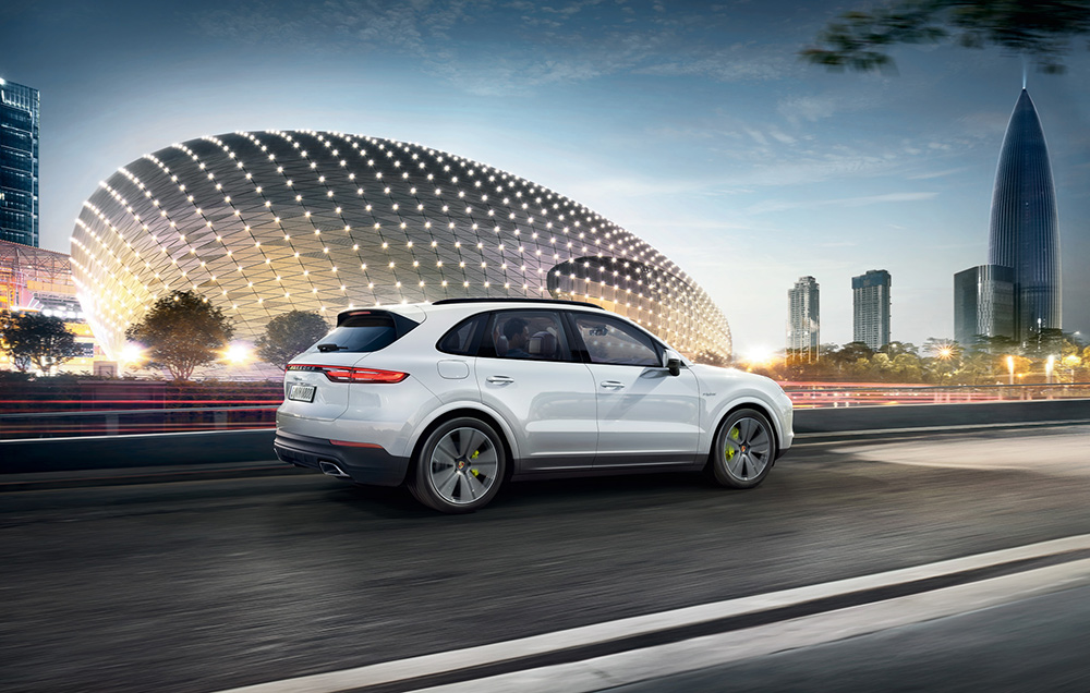 Stilpunkte-Blog: Cayenne E-Hybrid · Kraftstoffverbrauch (in l/100 km): kombiniert 3,4–3,2;  CO2-Emissionen kombiniert 78–72 g/km; Stromverbrauch kombiniert 20,9–20,6 kWh/100 km