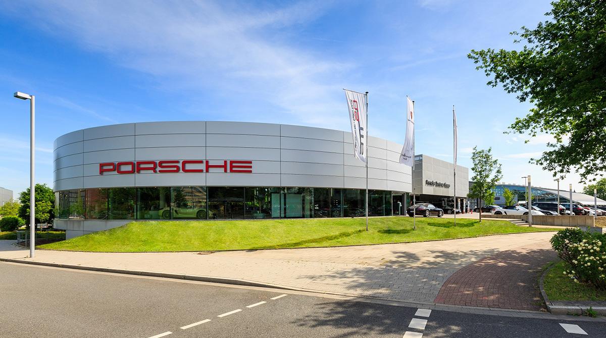STILPUNKTE-Blog: Porsche Zentrum Essen, Gebäudeansicht. Foto: Mike Koenig Photography