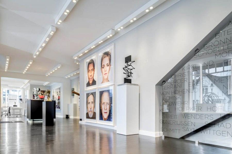 Stilpunkte-Blog: Blick in die Ausstellungsräume der Galerie Werkhallen in Kampen mit Exponaten von Martin Schoeller. Foto: Werkhallen