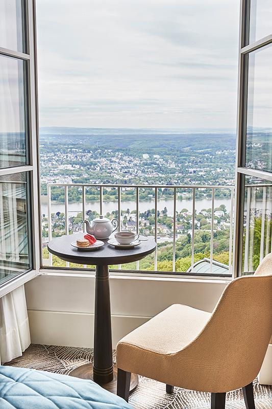 Steigenbergerv Grandhotel Petersberg, Ausblick auf das Rheintal