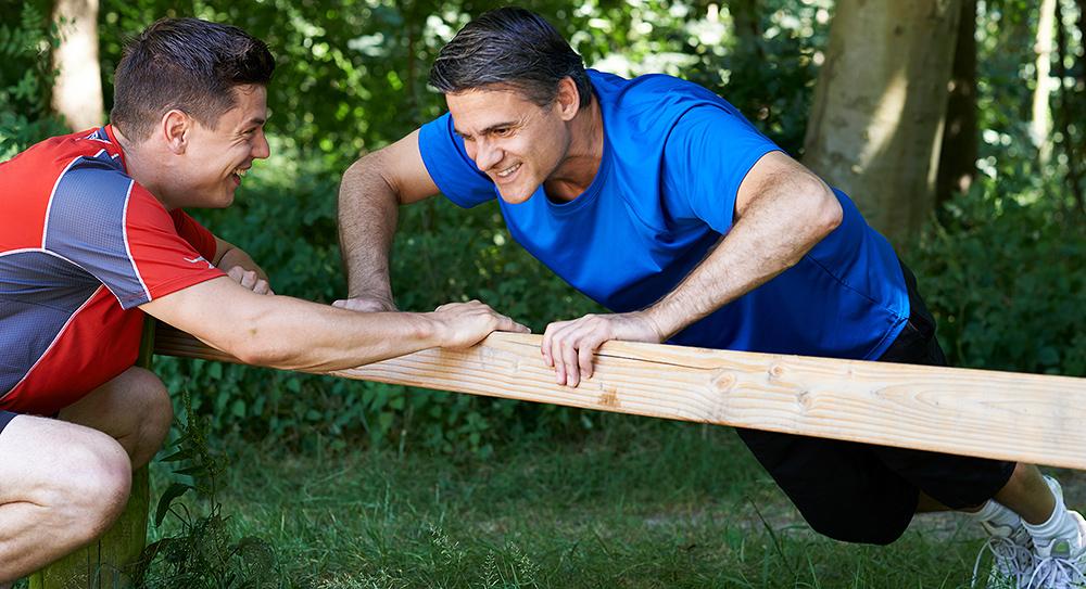 Der Personal Trainer, ein persönlicher Gesundheits Coach, gibt Ernährungstipps oder einen kompletten Ernährungsplan und verhilft durch effektives Training zu Fitness und Gesundheit.