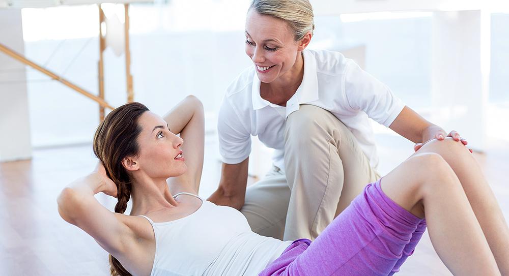 Der Personal Trainer, ein persönlicher Fitness Coach, gibt Ernährungstipps oder einen kompletten Ernährungsplan und verhilft durch effektives Training zu Fitness und Gesundheit.