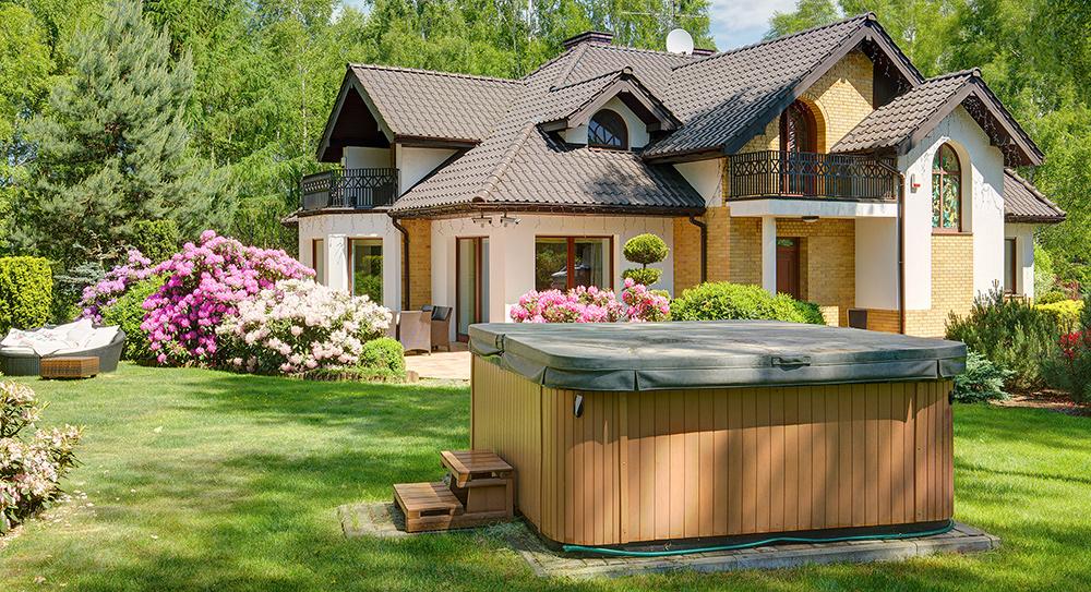 Jacuzzi, Spa, Wellness, Whirlpool im eigenen Garten