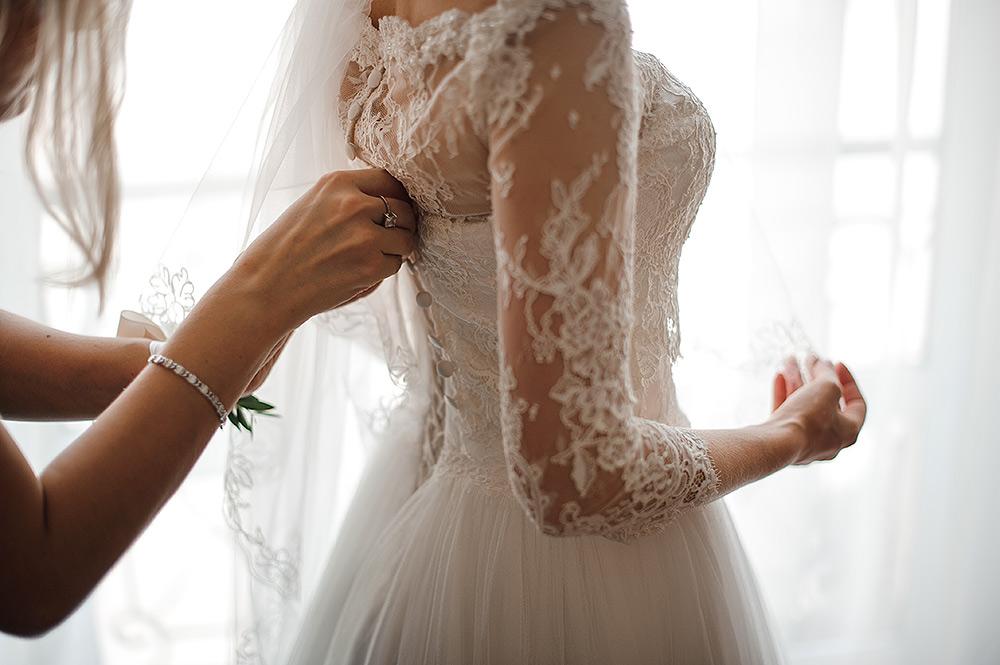 STILPUNKTE-Blog: Der Brautmode-Trend 2019 betont die Ärmel, hier mit Spitze