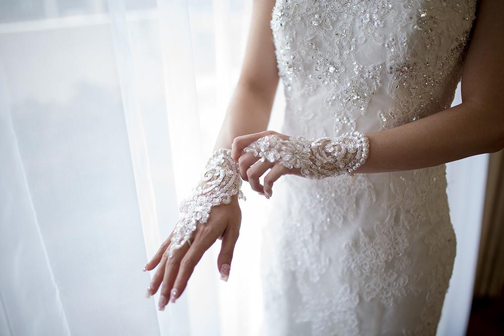 STILPUNKTE-Blog: Accessoires spielen auch im Brautmode-Trend 2019 eine wichtige Rolle. Hier aus Spitze, passend zum Hochzeitskleid.