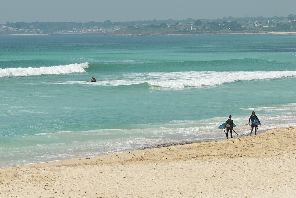 Stilpunkte-Blog: Lieblingssport der Bretonen ist das Surfen. Surf-Urlauber finden in der Bretagne wunderschöne Strände und einsame Buchten.