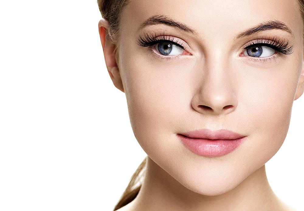 Stilpunkte stellt die kosmetischen Methoden zu dichten, langen Wimpern vor.