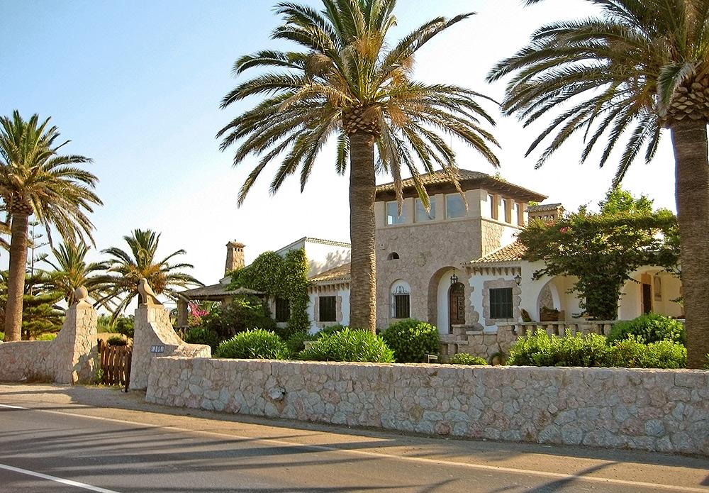 Stilpunkte-Blog: Villa im mallorquinischen Stil. Auslandsimmobilien in Spanien, Italien und Portugal sind gefragt und bieten attraktive Anlagemöglichkeiten.