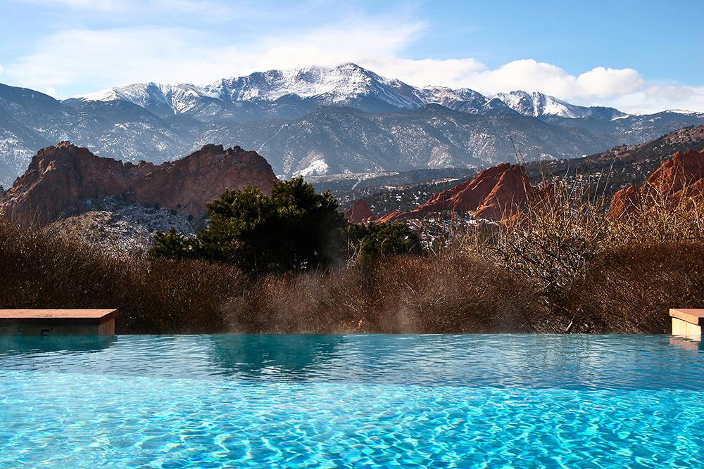 Stilpunkte-Blog: Die schönsten Infinity-Pools, Bergkulisse, Schweiz, Österreich, Alpenregion, Rocky Mountains