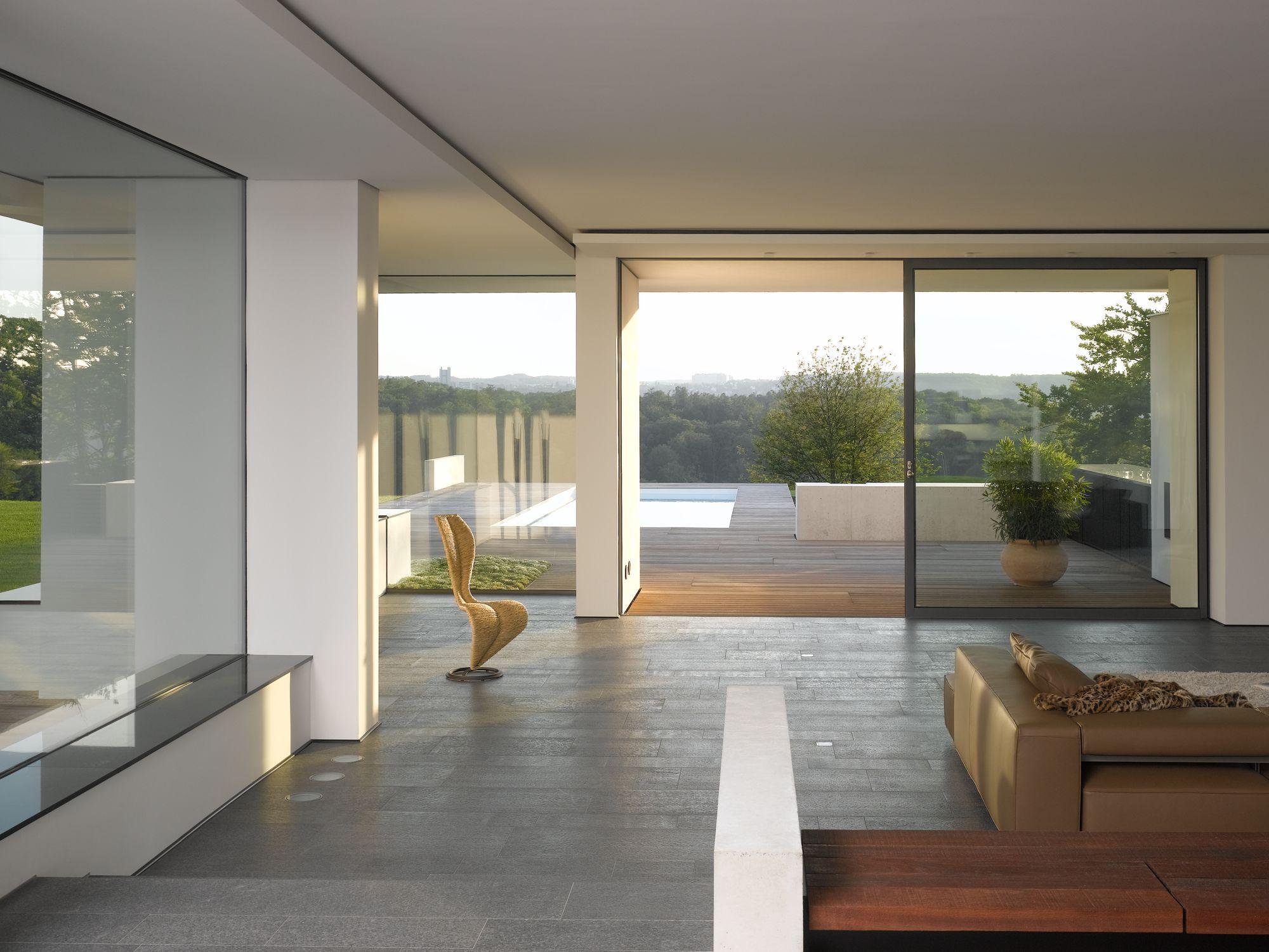 Stilpunkte-Blog: Wohnzimmer mit Blick in die Natur, Haus am oberen Berg, Alexander Brenner, Foto: Zooey Braun
